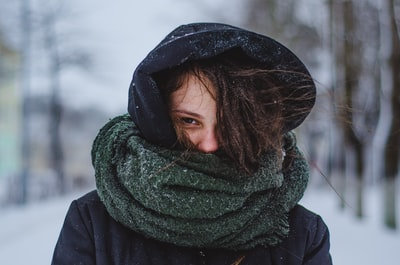 Is the 'shoulder-length scarf' thing dead?